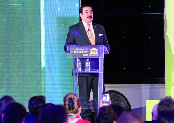 foro jurídico premios 2019 Dr Elías Huerta