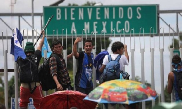 "foro jurídico Corte de EU ordena a Biden reanudar ""Quédate en México"""