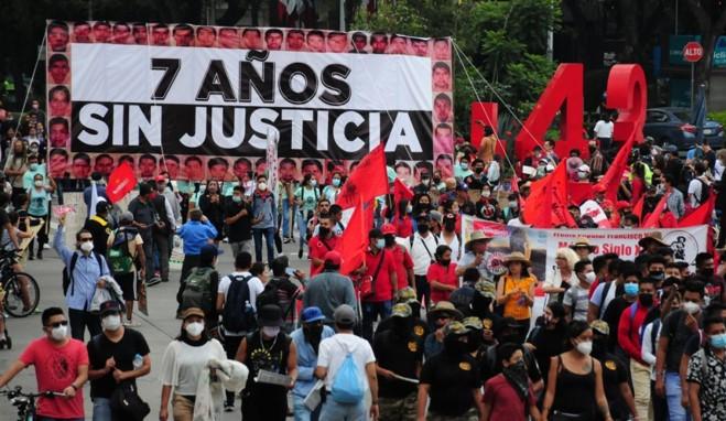 foro jurídico Familiares de los normalistas de Ayotzinapa piden que se investigue al ejército