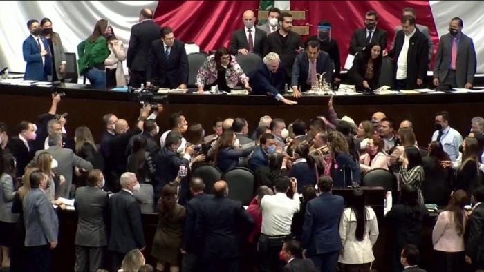 foro jurídico Trifulca entre diputados por miscelánea 2022